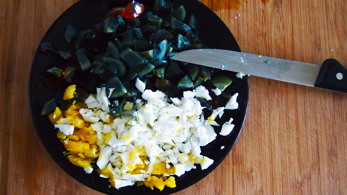 carryitlikeharry_recipe_tricoloured-eggs-with-amaranth-leaves_02