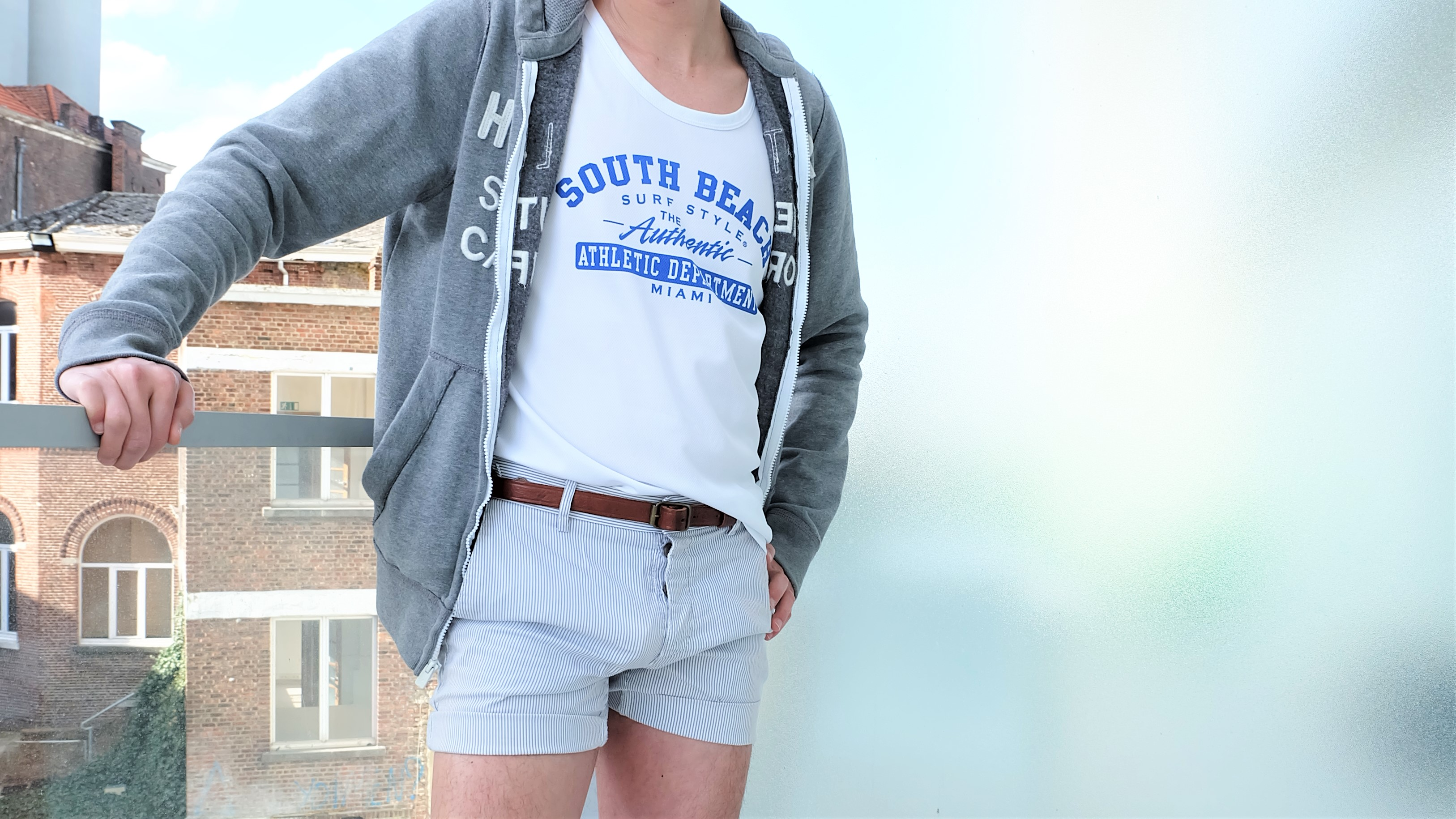 Carry It like Harry - Pin-striped men's short shorts