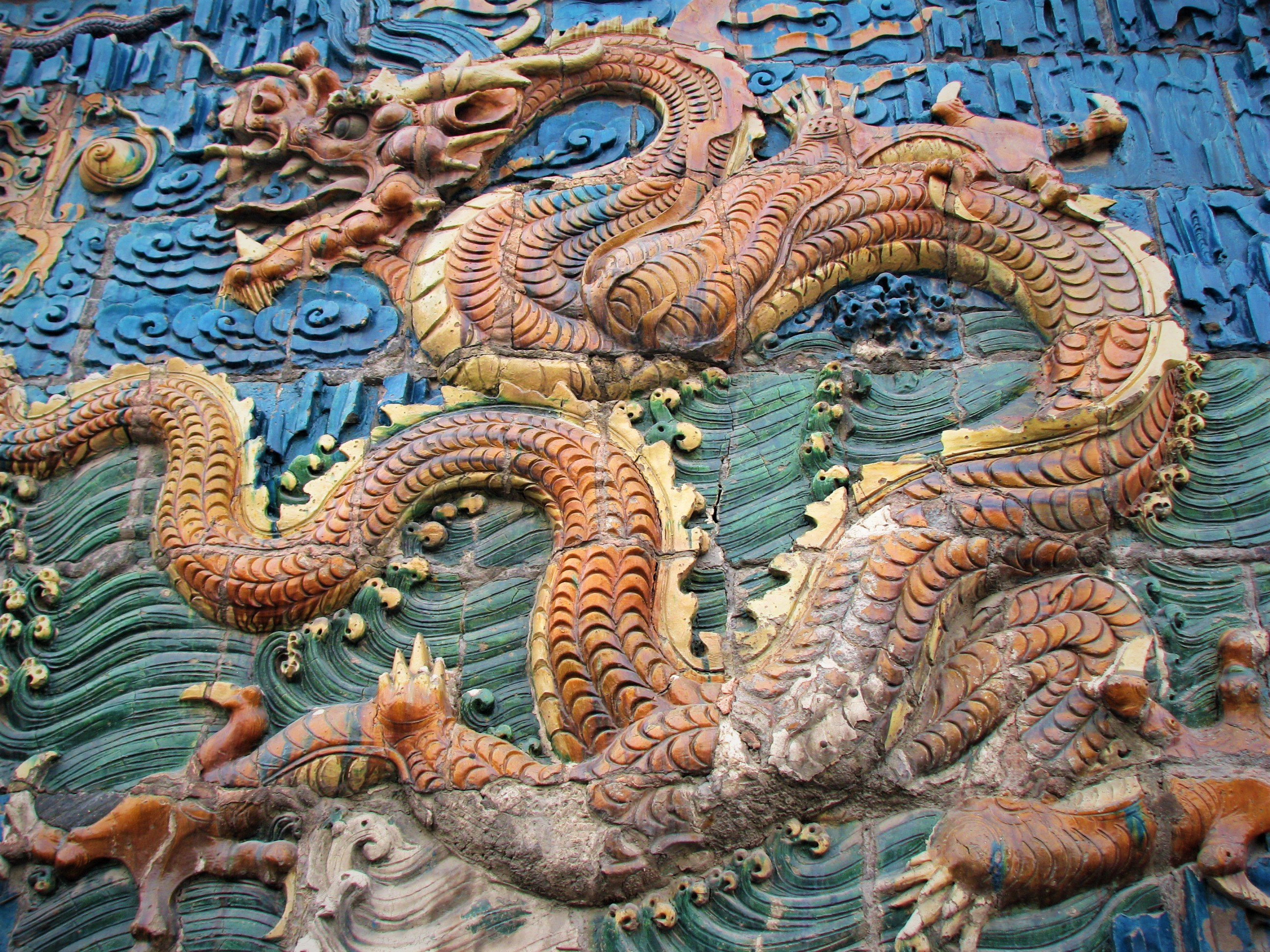 Carry It Like Harry - Why you should see the Nine Dragons Wall 大同九龙壁 in Datong, China?